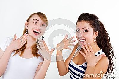 Beaux amis de femmes heureux