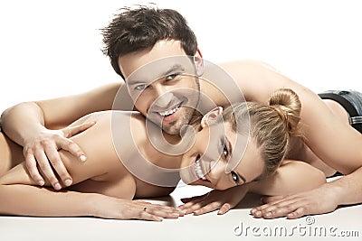 Beaux jeunes couples