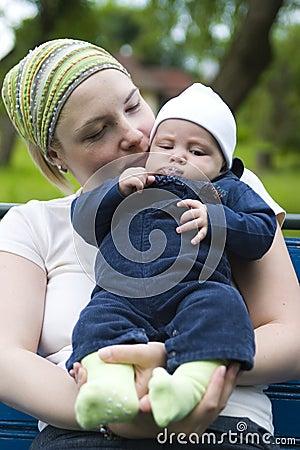 bebé de la explotación agrícola de la mama thumb3840191