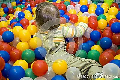 Bebé en hueco de la bola