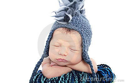 Bebé recién nacido en sombrero