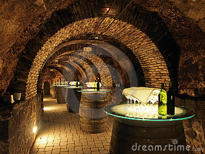 Beczkuje piwnicy stare wino