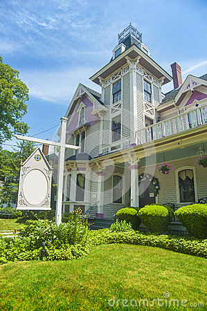 Free Bed And Breakfast Country Inn Stock Photography - 25573432