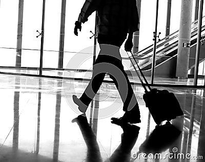 Bedrijfs mens bij de luchthaven