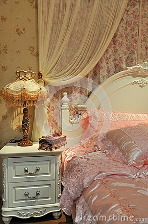 Bedroom and bedding in pink