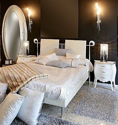 Free Bedroom Modern Silver Oval Mirror White Bed Stock Photography - 17284732