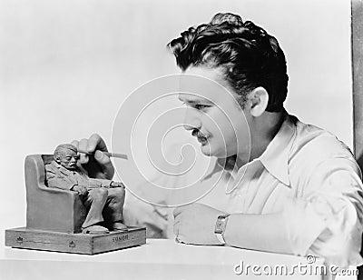 Beeldhouwer op het werk stock foto afbeelding 52005218 - Decoreer zijn kantoor op het werk ...
