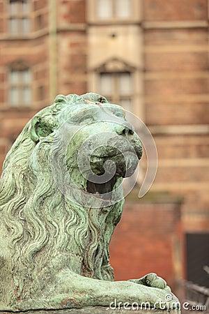 Beeldhouwwerk van leeuw