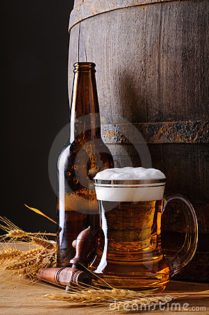 Free Beer Mug And Bottle Royalty Free Stock Photos - 22798038