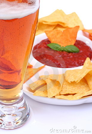 Beer nachos and salsa