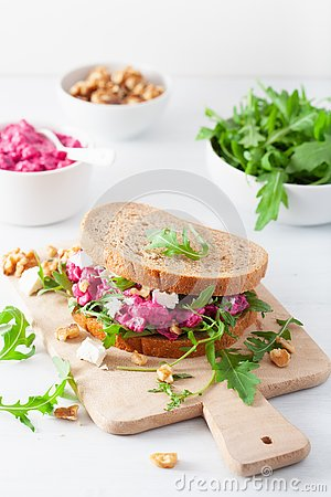 Free Beetroot And Feta Cheese Sandwich With Walnuts And Rocket Stock Photography - 130468712