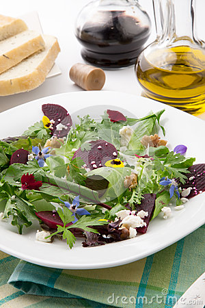 Free Beets And Baby Greens Salad Royalty Free Stock Images - 31090759