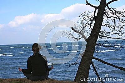 Bei einem mit Natur in der Meditation