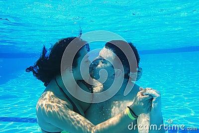 Beijo subaquático