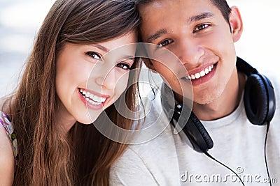 Beiläufige junge Paare