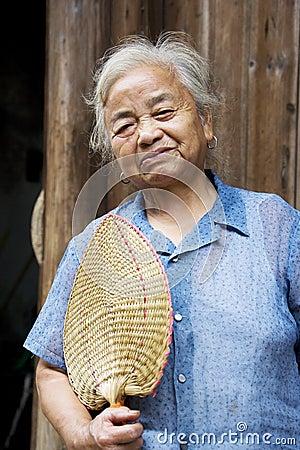 Bejaarde Chinese Dame in Daxu