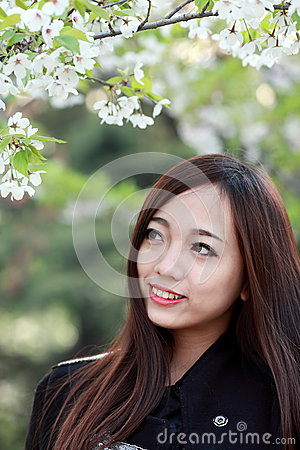 Bella ragazza in primavera