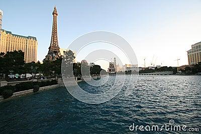 Bellagio pool en de toren van eiffel redactionele stock afbeelding afbeelding 54387569 - Pooltoren ...