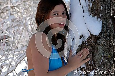 Quel temps fait-il dans vos belles régions ? - Page 5 Belle-femme-dans-le-maillot-de-bain-dans-la-neige-3-thumb1657933