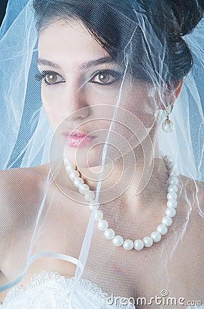 Belle mariée dans le studio
