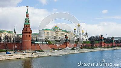 Belle viste dell'argine di Cremlino e del Cremlino antico di Mosca video d archivio