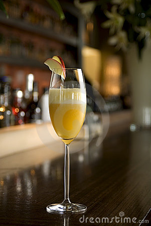 Free Bellini Champagne Cocktail Royalty Free Stock Image - 15420256