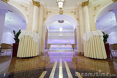 Bello corridoio con le colonne in hotel Ucraina Fotografia Editoriale