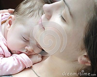 Bello sonno della neonata