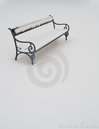 Free Bench Covered In Snow Royalty Free Stock Photos - 8314488