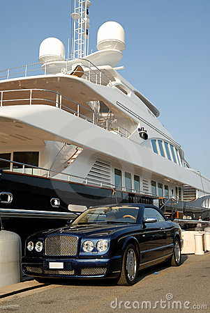 Free Bentley Parked In Front Of A Luxury Yacht Stock Images - 5989154