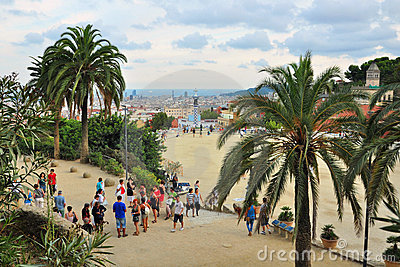 Beobachtungspunkt im Park Guell, Barcelona, Spanien Redaktionelles Stockfoto