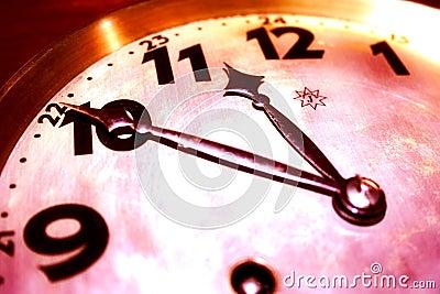 Berätta tid skallr