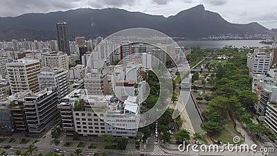 Berühmte Strände und Quadrate der Welt Vogelperspektive von Leblon-Strand und von Garten von Allahs Quadrat Rio de Janeiro Brasil stock video