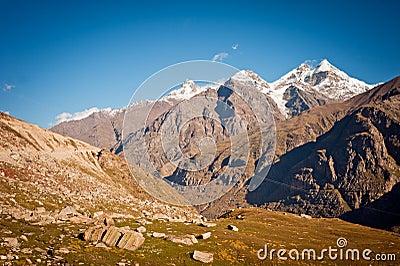 Berg beskådar av Himalayas