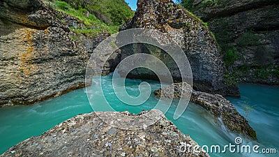 Bergflod i en kanjon av Aksu, Kasakhstan - 4K Timelapse arkivfilmer