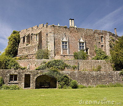 Berkeley castle gloucestershire