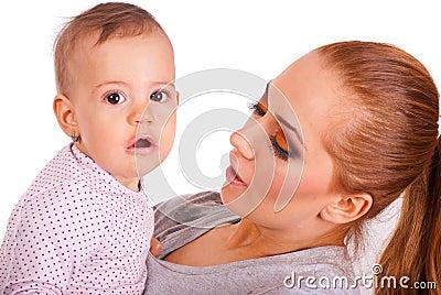 Überraschtes Baby mit Lippenstift