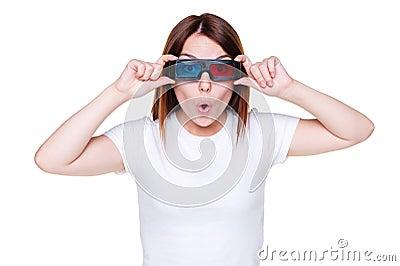 Überraschtes Mädchen in den Stereogläsern
