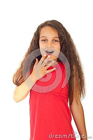 Überraschtes Mädchen mit dem langen Haar