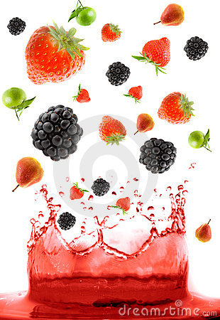 Free Berry Falling In Juice Royalty Free Stock Image - 5090026