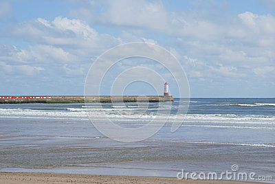Berwick-upon-Tweed pier and lighthouse
