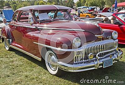 Beskådar den DeSoto bilsidan 1948 Redaktionell Foto