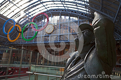 Betjeman Statue and Olympic Rings at St Pancras Editorial Stock Image