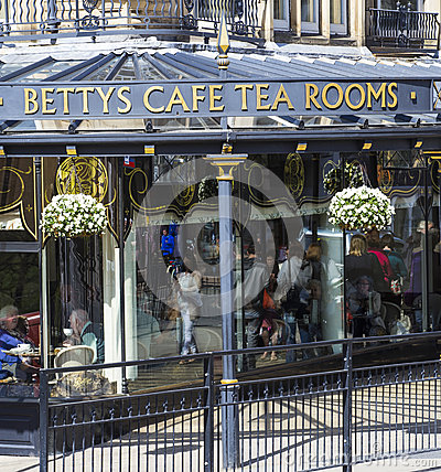 Free Betty S Cafe In Harrogate, North Yorkshire Stock Image - 71407021