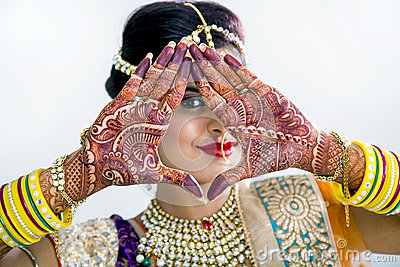 Beuatiful Indian Bride with Mehendi hands or Henna Stock Photo