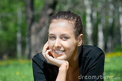 Beutiful young woman outdoors smiling