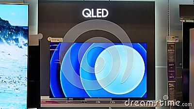 Bewegung Anzeige neuen Qled Samsung Fernsehens im Verkauf stock footage
