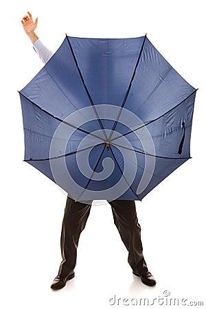 Bewind escondendo um guarda-chuva