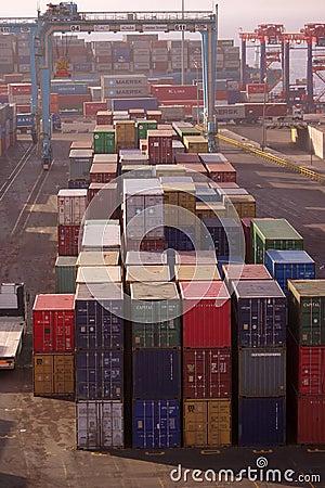 Bezige de containerhaven van Aquaba Redactionele Fotografie