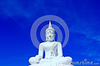 Biały Buddha w niebie